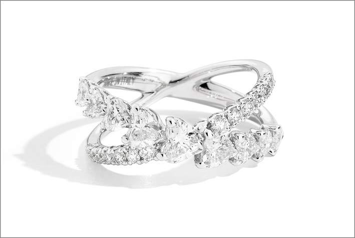 Anello incrociato con diamanti della collezione Anniversary Love