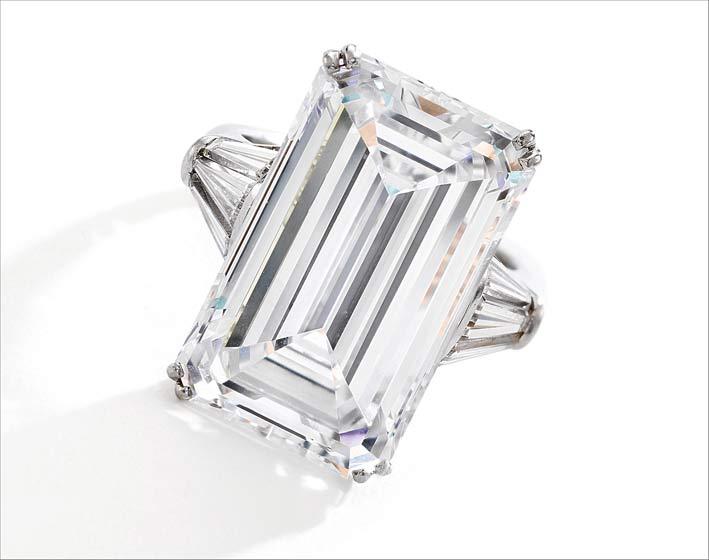 Anello con diamante taglio smeraldo di Harry Winston