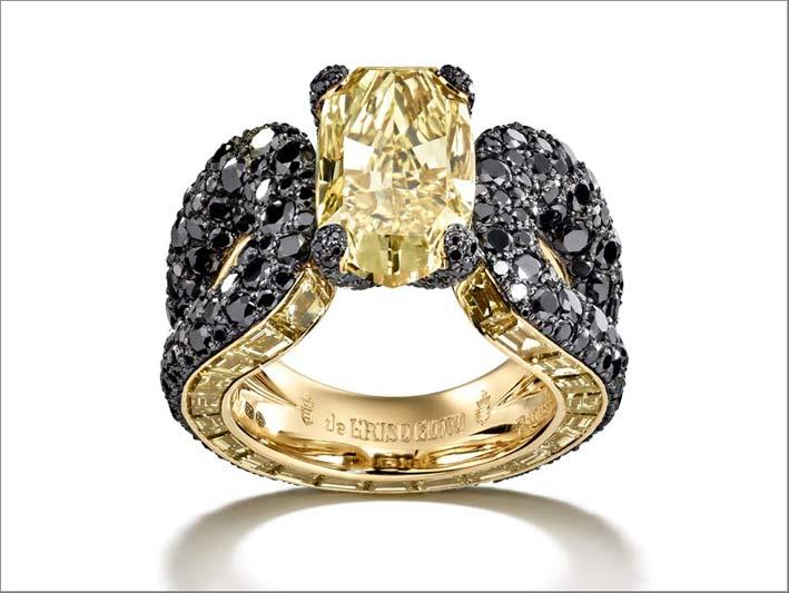 Anello in oro giallo, diamante giallo e diamanti neri