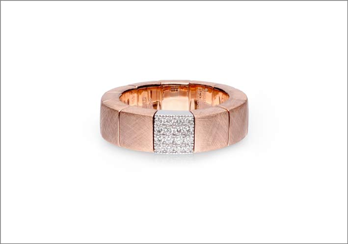 Anello con oro rosa e diamanti