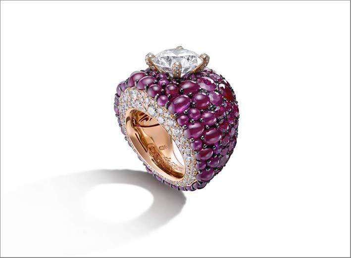 Anello con rubini cabochon e diamante taglio brillante