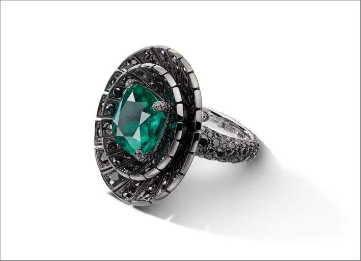 Anello con smeraldo e diamanti neri