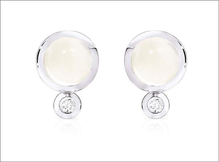 Orecchini Bouton in oro bianco, pietra luna e diamanti