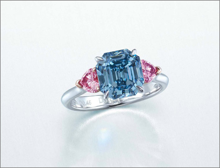 Anello con diamante fancy vivid blue di 3,01 carati