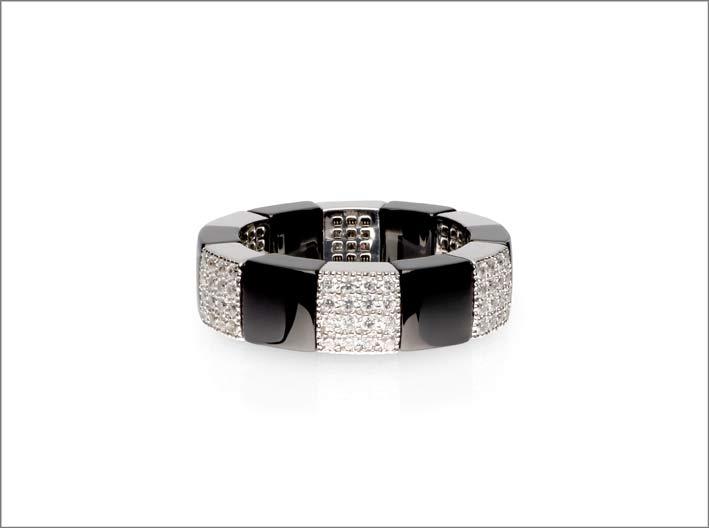 Anello in ceramica nera e diamanti