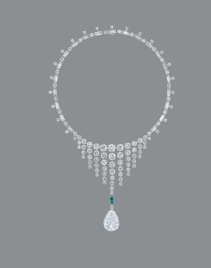 Collana di diamanti bianchi e diamante blu-verde