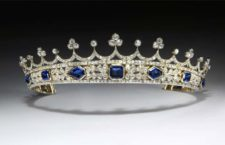 La corona appartenuta alla regina Vittoria, con zaffiri e diamanti