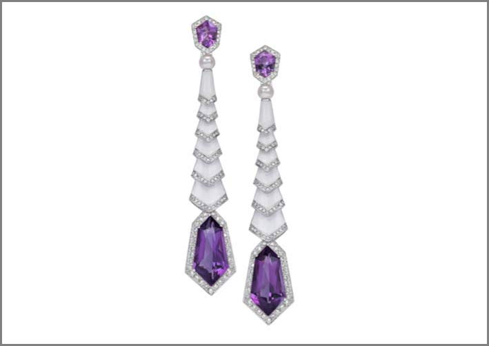 Amethyst Earrings,  set in white gold and adorned with  diamonds, 4 kite shaped amethysts, 2 white pearls and white enamel
