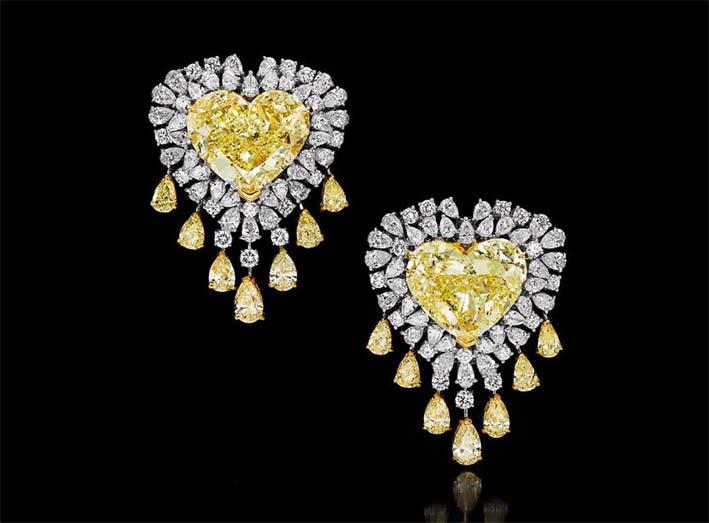 Orecchini con diamanti gialli taglio cuore e diamanti bianchi
