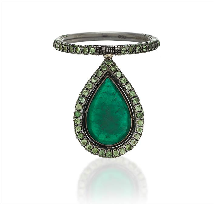 Flip ring in oro-bianco 18 carati, smeraldo, pavé di tsavoriti