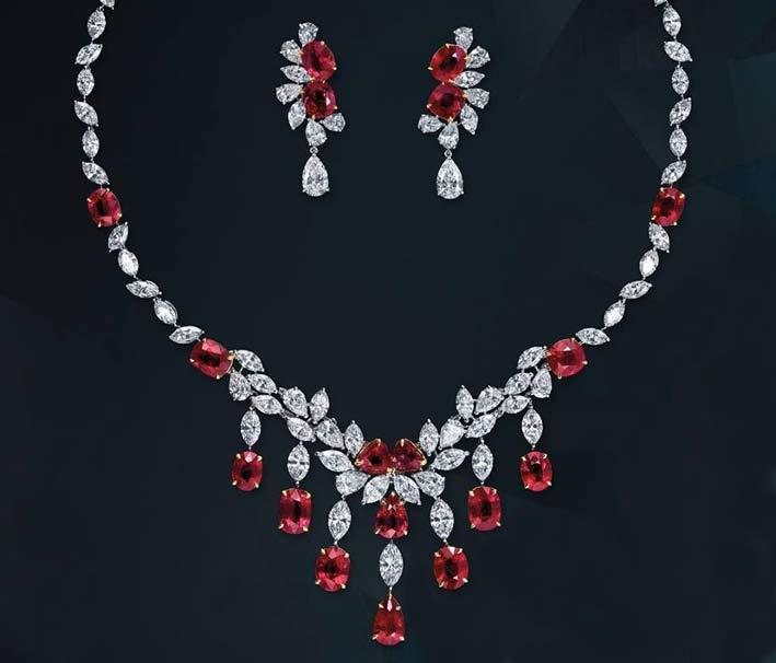 Set di collana e orecchini con diamanti e rubini