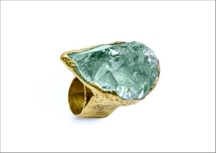 Anello in oro 18 carati e acquamarina