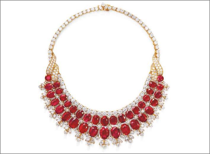 Collana di diamanti e rubini birmani di Van Cleef & Arpels, venduta per 2,4 milioni