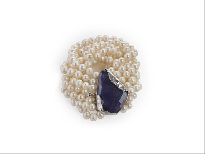 Bracciale in oro bianco con perle, diamanti e tanzanite di 54,39 carati