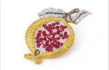 Ciondolo-spilla a forma di melograno in oro, diamanti, zaffiri gialli, rubini