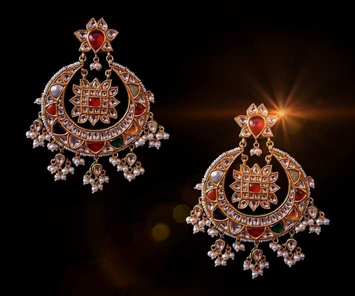 Orecchini in oro 24 carati, rubini, diamanti