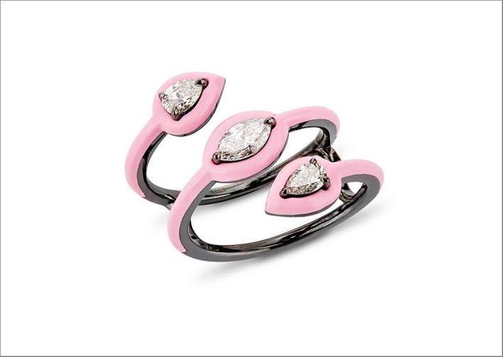 Anello in oro, ceramica rosa, diamanti