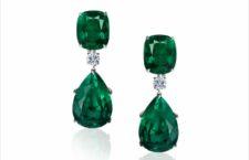 Orecchini pendenti con smeraldi taglio pera e  diamanti