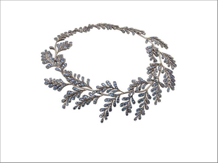 Ming, Wisteria necklace