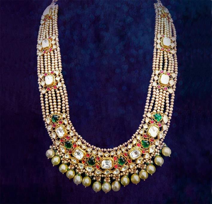 Collana tradizionale in oro 24 carati, con diamanti a taglio piatto