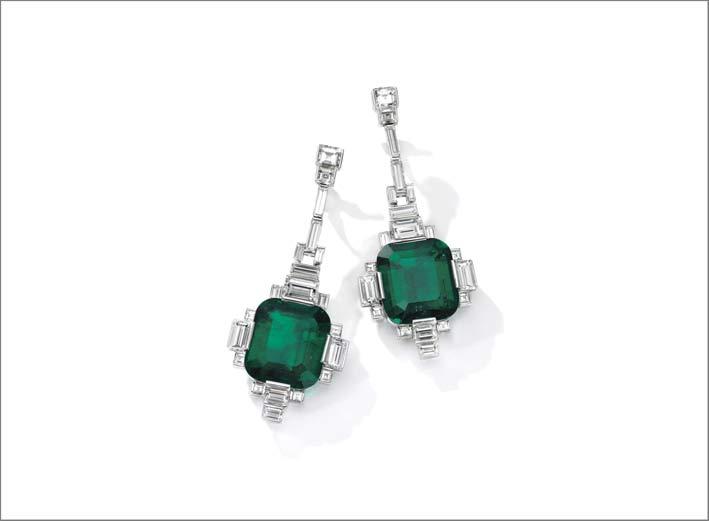 Coppia di orecchini pendenti con smeraldi e diamanti