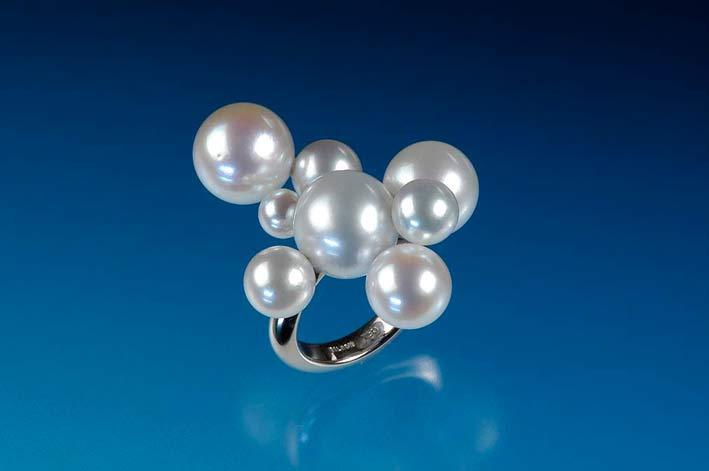 Anello con perle del Mare del Sud su oro bianco