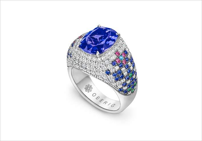 Anello in oro bianco con zaffiro, diamanti, smeraldi
