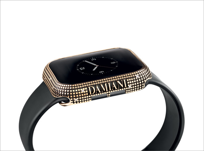 Apple Watch con cover in oro Damiani