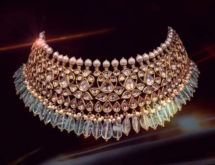 Girocollo con rari smeraldi russi color pastello, oro, diamanti