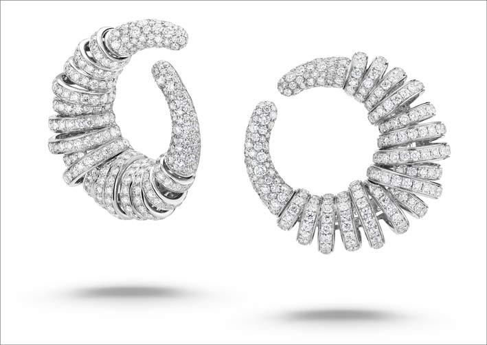 Orecchini in versione oro bianco e diamanti