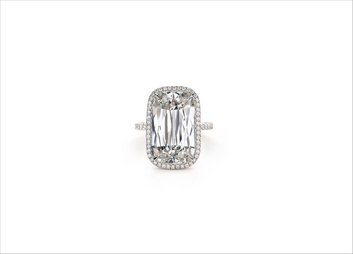Anello con diamante taglio Ashoka