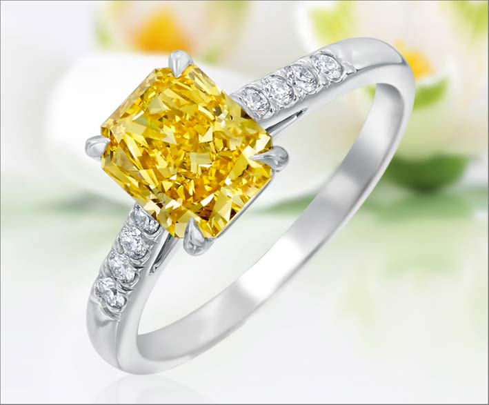 Anello radiant con diamant fancy yellow
