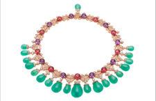 Collier con crisoprasio per 220 carati, 10 perle di ametista, 9 perle di tormalina rosa, 6 diamanti taglio marquise, 24 diamanti taglio brillante e pavé di diamanti