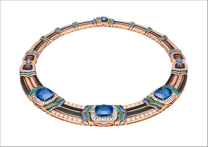 Bulgari, alta gioielleria, collier con zaffiri per 38,89 carati e 188 smeraldi
