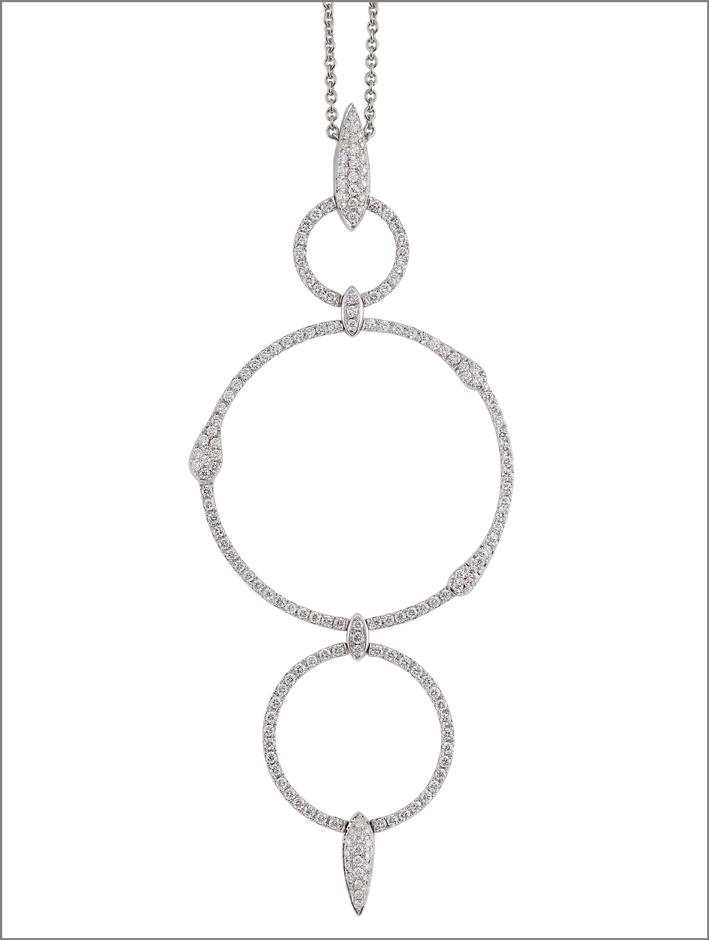 Pendente in oro bianco e diamanti. Prezzo: 6.580 euro