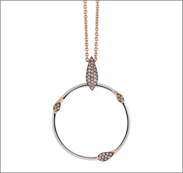 Pendente in oro rosa e diamanti. Prezzo: 1.450 euro