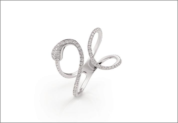 Anello della collezione Goccia in oro bianco e diamanti. Prezzo: 2.840 euro