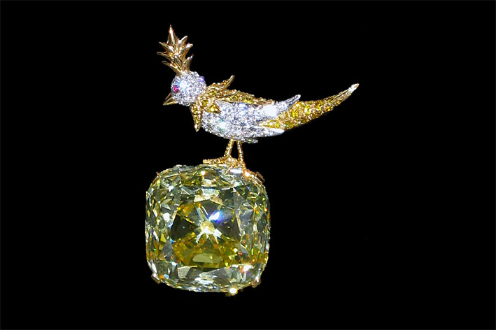 Bird on a Rock, spilla con un diamante fancy yellow