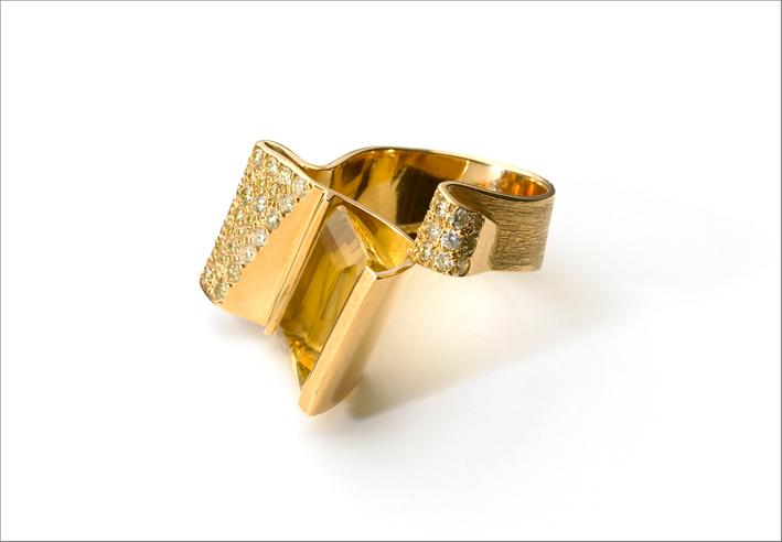 Guggenheim Ring, in oro giallo 18 carati, diamanti gialli, e berillo giallo