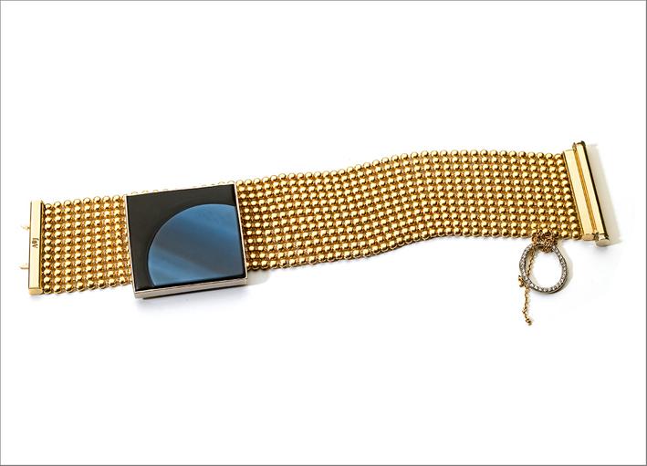 Bracciale in oro 18 carati, pavé di diamanti, agata intagliata