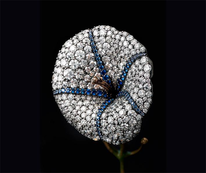 Spilla per bracciale di zaffiri e diamanti. Photo: Charles Thompson