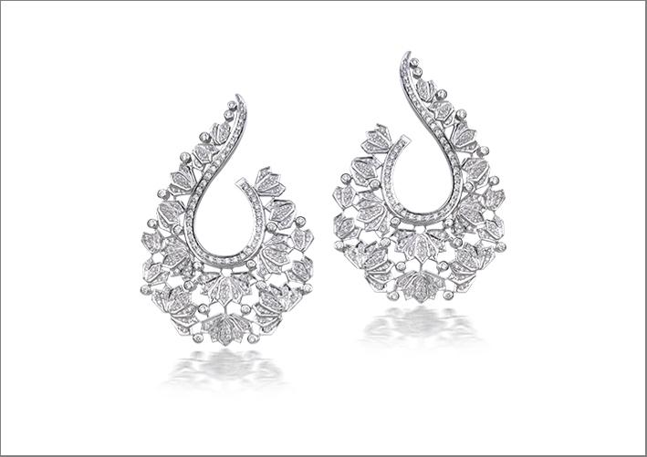 Orecchini clip Lotus Samsara in oro bianco e diamanti