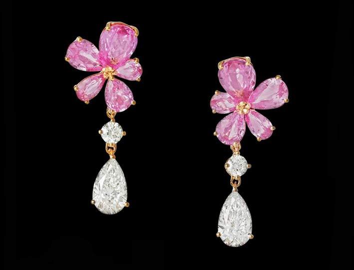 Orecchini in oro rosa con zaffiri rosa e diamanti bianchi