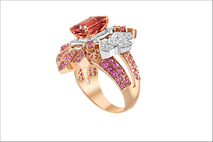 Anello in oro bianco e rosa, diamanti bianchi, zaffiri rosa, tormalina-rosa taglio smeraldo