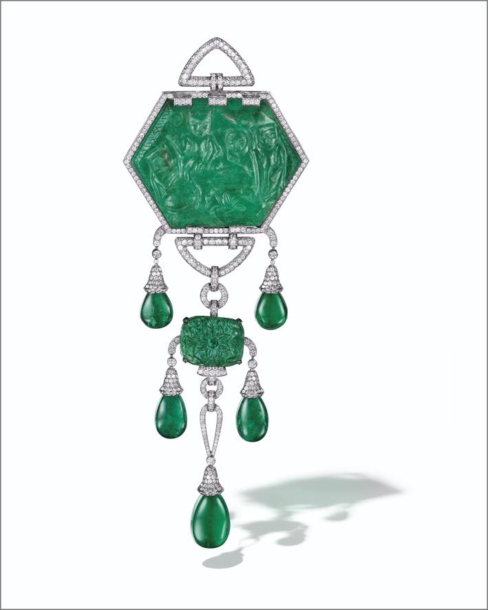Smeraldo scolpito con due montanti intercambiabili e diamanti di Cartier