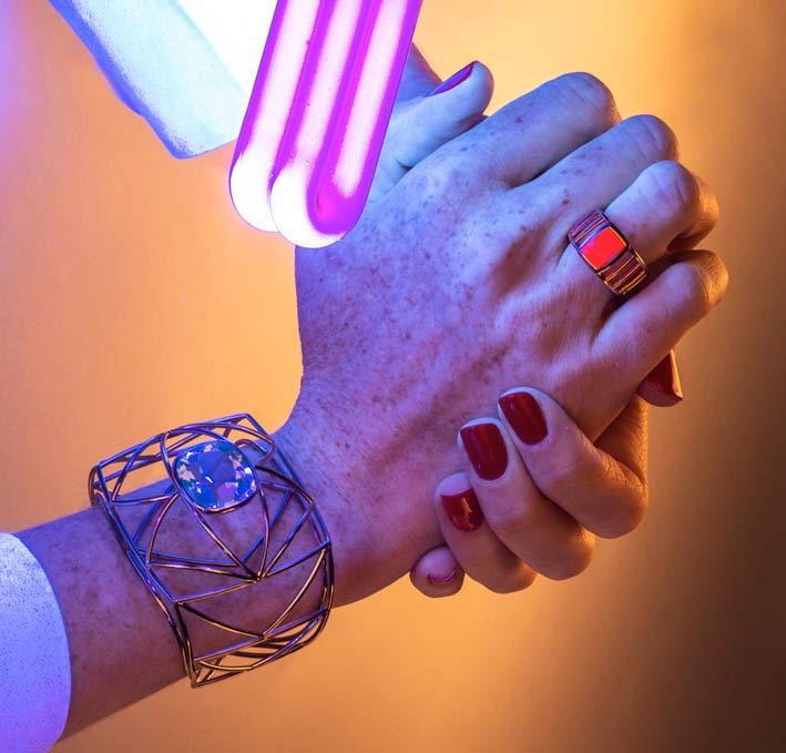 Bracciale in oro bianco e tormalina, anello in oro rosa e zaffiro rosa