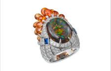 Cartier, anello in oro bianco, diamanti, opale nero, zaffiro, granati