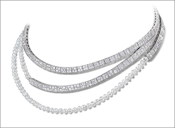 Collier in oro bianco, con 91 diamanti bianchi taglio briolette (circa 65,369 carati) e di 912 diamanti bianchi (circa 17,33 carati)