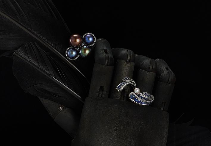 Gioielli della collezione Dedalo, in oro bianco, diamanti perle