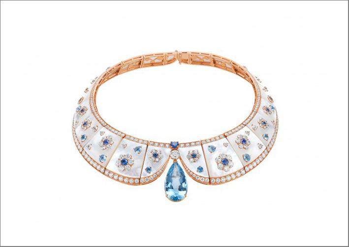 Collezjone Cinemagia, collana in oro rosa, madreperla, acquamarina, zaffiri e diamanti
